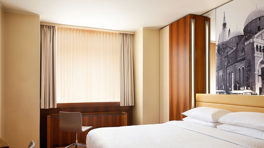 superior-room-bed-four-points-by-sheraton-padova